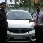 foto-penyerahan-unit-1-sales-marketing-mobil-dealer-honda-bondowoso-heru