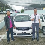 Foto Penyerahan Unit 1 Sales Marketing Mobil Dealer Honda Tuban Nabil
