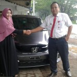 Foto Penyerahan Unit 12 Sales Marketing Mobil Dealer Honda Probolinggo Suthe