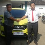 Foto Penyerahan Unit 13 Sales Marketing Mobil Dealer Honda Probolinggo Suthe