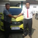 Foto Penyerahan Unit 13 Sales Marketing Mobil Dealer Honda Probolinggo Suthe