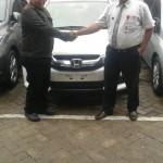Foto Penyerahan Unit 14 Sales Marketing Mobil Dealer Honda Probolinggo Suthe