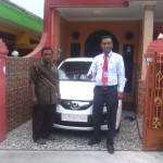 Foto Penyerahan Unit 2 Sales Marketing Mobil Dealer Honda Banyuwangi Herdi