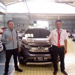 Foto Penyerahan Unit 2 Sales Marketing Mobil Dealer Honda Batu Adi