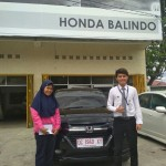 Foto Penyerahan Unit 2 Sales Marketing Mobil Dealer Honda Palu Richo