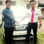 Foto Penyerahan Unit 2 Sales Marketing Mobil Dealer Honda Surabaya Nino