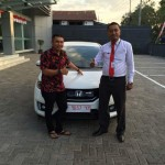 Foto Penyerahan Unit 3 Sales Marketing Mobil Dealer Honda Banyuwangi Herdi
