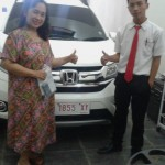 foto-penyerahan-unit-3-sales-marketing-mobil-dealer-honda-bondowoso-heru