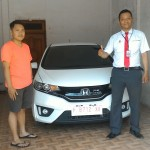 Foto Penyerahan Unit 4 Sales Marketing Mobil Dealer Honda Banyuwangi Herdi