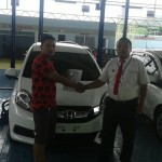 Foto Penyerahan Unit 5 Sales Marketing Mobil Dealer Honda Probolinggo Suthe
