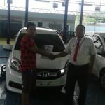 Foto Penyerahan Unit 5 Sales Marketing Mobil Dealer Honda Probolinggo Suthe