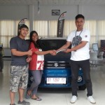Foto Penyerahan Unit 1 Sales Marketing Mobil Dealer Suzuki Kendari Fatur