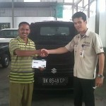 Foto Penyerahan Unit 10 Sales Marketing Mobil Dealer Suzuki Medan Niko Ginting