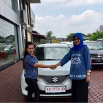 Foto Penyerahan Unit 2 Sales Marketing Mobil Dealer Suzuki Evi