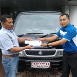 Foto Penyerahan Unit 2 Sales Marketing Mobil Dealer Suzuki Irpan