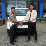 Foto Penyerahan Unit 2 Sales Marketing Mobil Dealer Suzuki Kendari Fatur