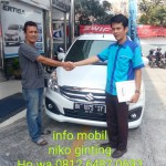 Foto Penyerahan Unit 4 Sales Marketing Mobil Dealer Suzuki Medan Niko Ginting