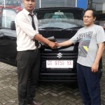 Foto Penyerahan Unit 6 Sales Marketing Mobil Dealer Suzuki Kendari Fatur