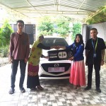 Foto Penyerahan Unit 1 Sales Marketing Mobil Dealer Mazda Makassar Mappasessu