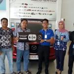 Foto Penyerahan Unit 2 Sales Marketing Mobil Dealer Mazda Makassar Mappasessu