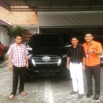 Foto Penyerahan Unit 1 Sales Marketing Mobil Dealer Toyota Pekanbaru Heri