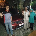 Foto Penyrahan Unit 1 Sales Marketing Mobil Dealer Wuling Ricko