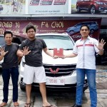 Foto Penyrahan Unit 3 Sales Marketing Mobil Dealer Wuling Ricko