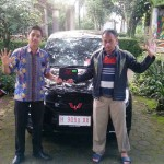 Foto Penyrahan Unit 4 Sales Marketing Mobil Dealer Wuling Ricko