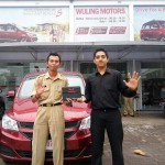 Foto Penyrahan Unit 5 Sales Marketing Mobil Dealer Wuling Ricko