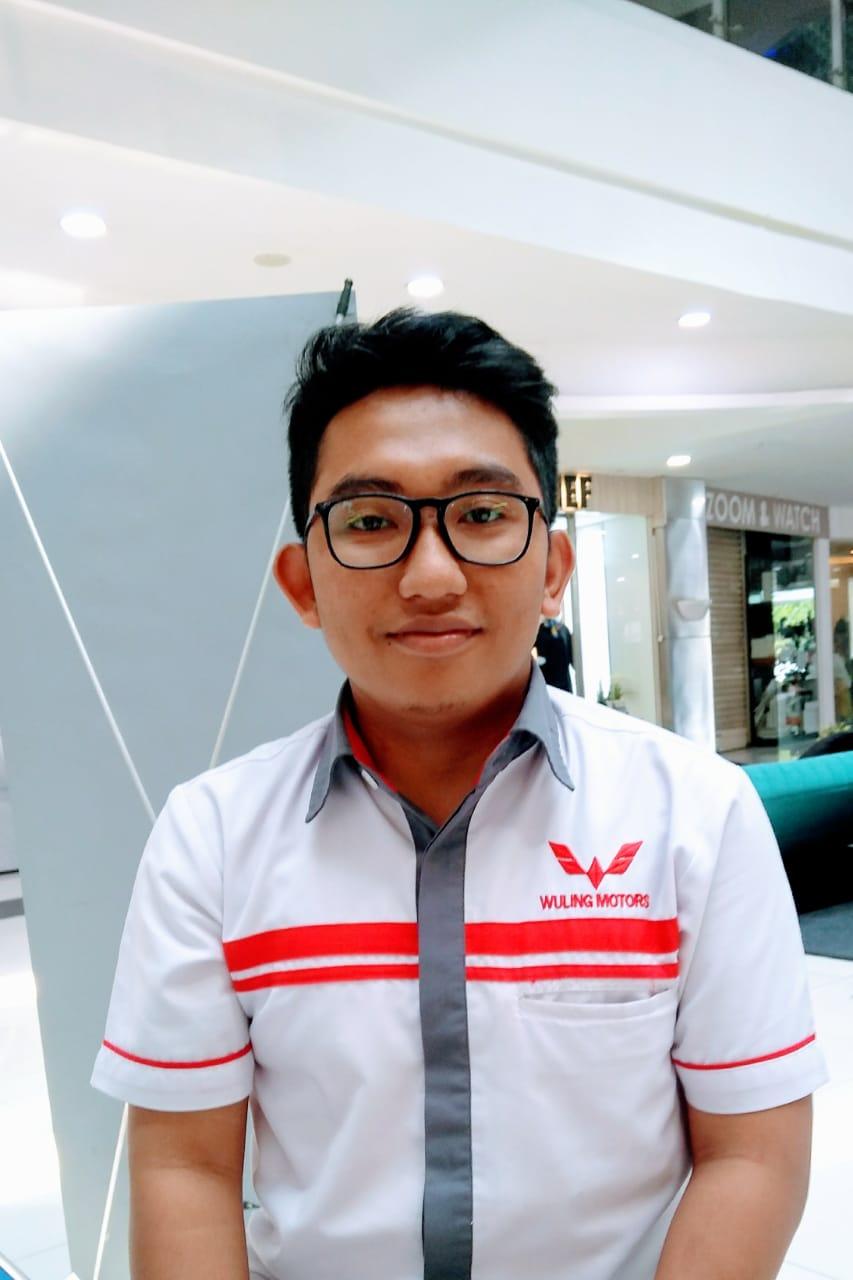Sales Marketing Mobil Dealer Wuling Bintaro Joko