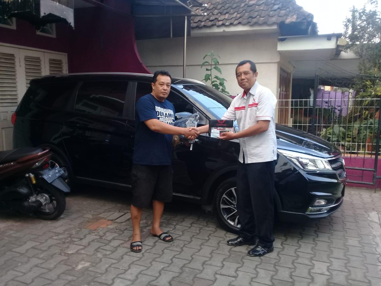 Sales Marketing Mobil Dealer Wuling Kediri Budi