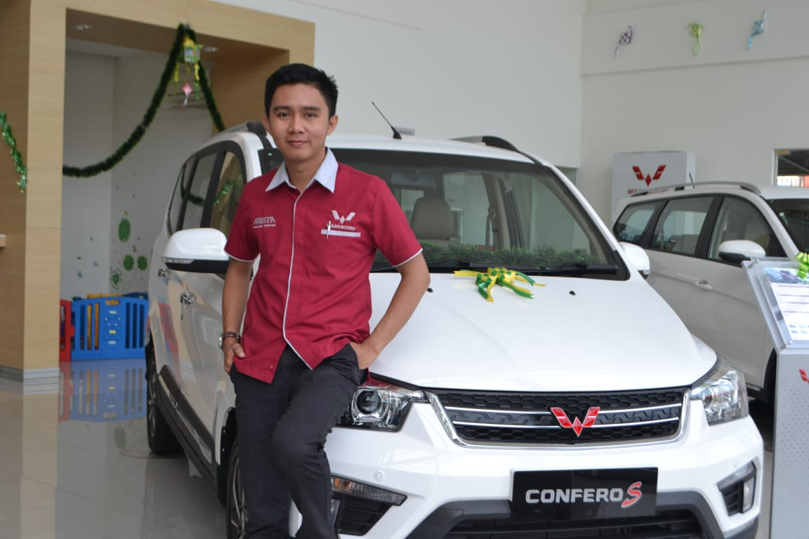 Sales Marketing Mobil Dealer Wuling Syarwan