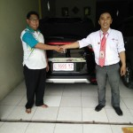 Foto Penyerahan Unit 1 Sales Marketing Mobil Honda Muslikh