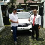 Foto Penyerahan Unit 2 Sales Marketing Mobil Honda Muslikh