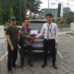 Foto Penyerahan Unit 3 Sales Marketing Mobil Dealer Honda Palu Richo