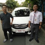 Foto Penyerahan Unit 3 Sales Marketing Mobil Honda Muslikh
