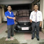 Foto Penyerahan Unit 4 Sales Marketing Mobil Honda Muslikh