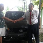 Foto Penyerahan Unit 8 Sales Marketing Mobil Dealer Honda Probolinggo Suthe