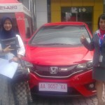 foto-penyerahan-unit-mobil-2-sales-marketing-mobil-dealer-honda-magelang-danik