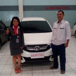 foto-penyerahan-unit-mobil-4-sales-marketing-mobil-dealer-honda-magelang-danik