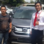Foto Penyerahan Unit 1 Sales Marketing Mobil Dealer Honda Jakara Utara Tjhai Andre