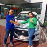 Foto Penyerahan Unit 1 Sales Marketing Mobil Dealer Suzuki Evi