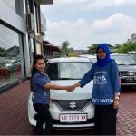 Foto Penyerahan Unit 2 Sales Marketing Mobil Dealer Suzuki Evi