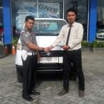 Foto Penyerahan Unit 2 Sales Marketing Mobil Dealer Suzuki Kendari Fatur