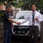 Foto Penyerahan Unit 3 Sales Marketing Mobil Dealer Honda Jakara Utara Tjhai Andre