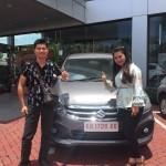 Foto Penyerahan Unit 3 Sales Marketing Mobil Dealer Suzuki Evi