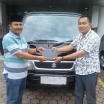 Foto Penyerahan Unit 3 Sales Marketing Mobil Dealer Suzuki Irpan