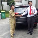 Foto Penyerahan Unit 4 Sales Marketing Mobil Dealer Honda Jakara Utara Tjhai Andre