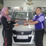Foto Penyerahan Unit 4 Sales Marketing Mobil Dealer Suzuki Irpan