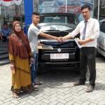 Foto Penyerahan Unit 4 Sales Marketing Mobil Dealer Suzuki Kendari Fatur